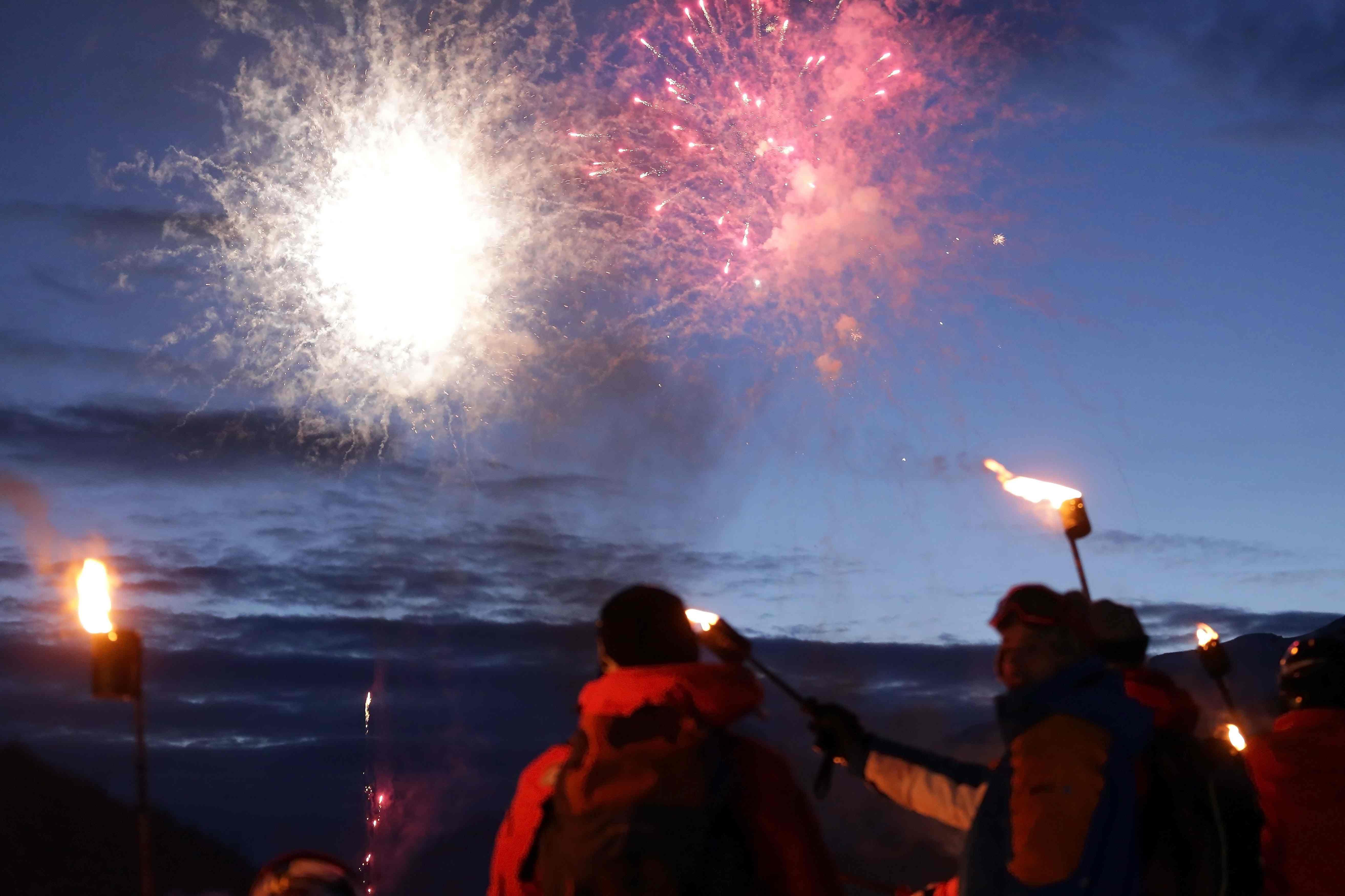 Cerro Castor Bajada de antorchas - Fuegos Artificiales Foto_ Tano Vidal Fotiarb